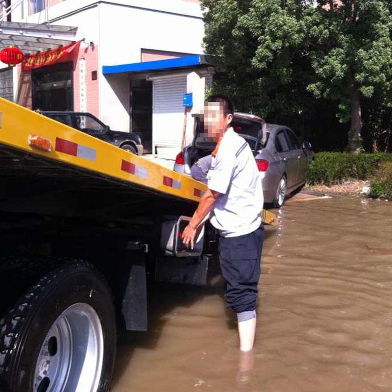 水灾汽车没油救援