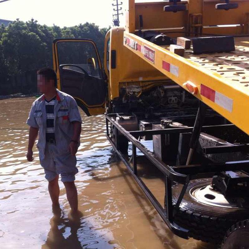 水灾车辆道路困境救援