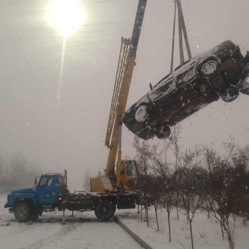 雪天道路车辆困境救援