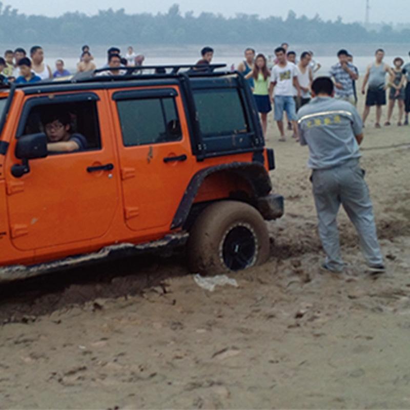 河滩困境汽车救援